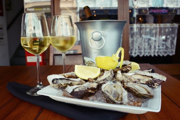 Champagne & Oysters at Taratata Bistrot